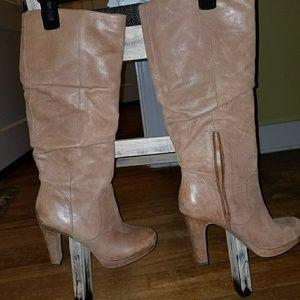 Jessica Simpson boot
